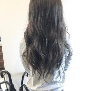 ロング 大人かわいい 透明感 ナチュラル ヘアスタイルや髪型の写真・画像 ヘアスタイルや髪型の写真・画像