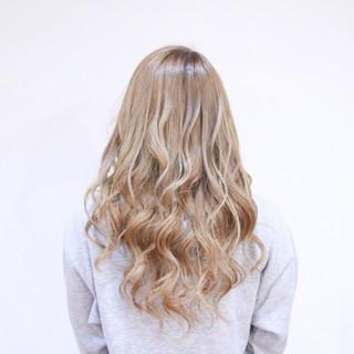 ロング ハイライト 外国人風 ミルクティーベージュ ヘアスタイルや髪型の写真・画像