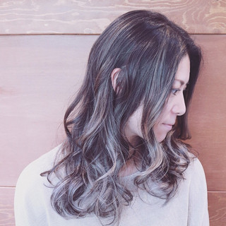 セミロング バレイヤージュ ウェーブ アッシュ ヘアスタイルや髪型の写真・画像
