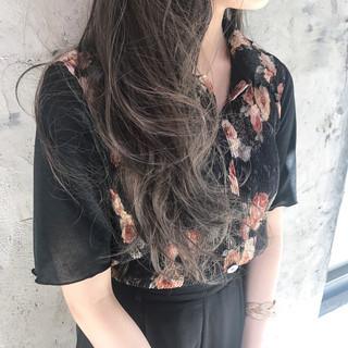 ロング ハイライト アッシュ グレージュ ヘアスタイルや髪型の写真・画像 ヘアスタイルや髪型の写真・画像
