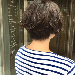 ナチュラル ショートバング ハンサムショート ショートボブ ヘアスタイルや髪型の写真・画像