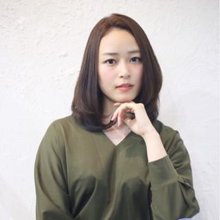 セミロング 大人女子 ナチュラル ストレート ヘアスタイルや髪型の写真・画像