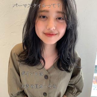 小顔ヘア パーマ 透明感カラー ナチュラル ヘアスタイルや髪型の写真・画像