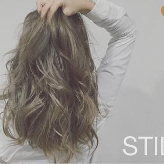上品 ロング エレガント 3Dカラー ヘアスタイルや髪型の写真・画像 ヘアスタイルや髪型の写真・画像