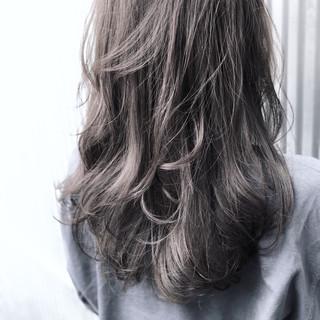 透明感 ゆるふわ アッシュ グレージュ ヘアスタイルや髪型の写真・画像