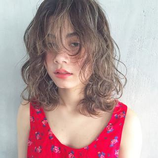 ハイライト ヘアアレンジ ミディアム 前髪あり ヘアスタイルや髪型の写真・画像