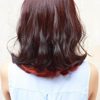 シースルーバング ミディアム ウェーブ ピンク ヘアスタイルや髪型の写真・画像