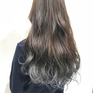 透明感 ロング グレー グラデーションカラー ヘアスタイルや髪型の写真・画像