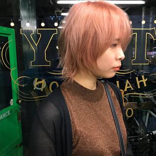 ミディアム ウルフカット ウェットヘア ピンク ヘアスタイルや髪型の写真・画像