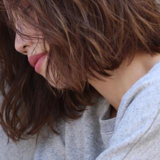 ガーリー ハイライト 前髪あり 外国人風 ヘアスタイルや髪型の写真・画像
