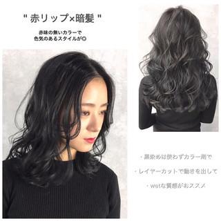 ミディアム ネイビーアッシュ ブルーブラック オフィス ヘアスタイルや髪型の写真・画像