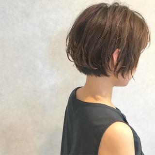 ショート ヘアアレンジ ナチュラル オフィス ヘアスタイルや髪型の写真・画像