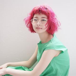切りっぱなし モード ピンク レッド ヘアスタイルや髪型の写真・画像