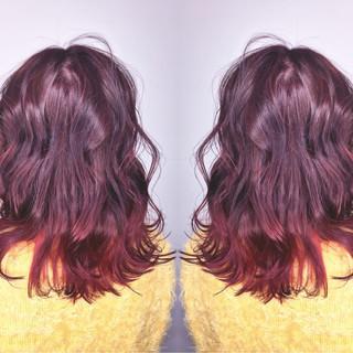 ミディアム グラデーションカラー ハイライト 外ハネ ヘアスタイルや髪型の写真・画像