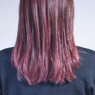 ベリーピンク ピンク ナチュラル セミロング ヘアスタイルや髪型の写真・画像