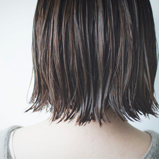 ミディアム 切りっぱなし ボブ ナチュラル ヘアスタイルや髪型の写真・画像