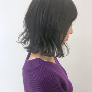 フェミニン 外ハネ エフォートレス グレージュ ヘアスタイルや髪型の写真・画像