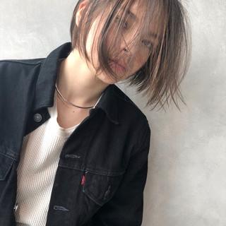 アンニュイ ハイライト アッシュ ボブ ヘアスタイルや髪型の写真・画像