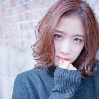 冬 ベリーピンク ストリート ボブ ヘアスタイルや髪型の写真・画像 ヘアスタイルや髪型の写真・画像