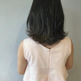 ブルーアッシュ ミディアム デート 暗髪 ヘアスタイルや髪型の写真・画像