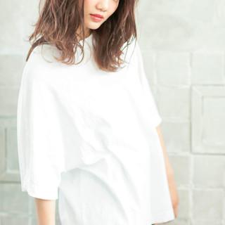 透明感カラー ミディアム 波ウェーブ デート ヘアスタイルや髪型の写真・画像