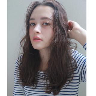 セミロング ナチュラル 暗髪 くせ毛風 ヘアスタイルや髪型の写真・画像