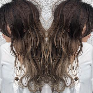 ハイライト バレイヤージュ ロング シルバーアッシュ ヘアスタイルや髪型の写真・画像 ヘアスタイルや髪型の写真・画像