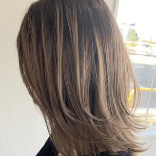 ミルクティーベージュ ナチュラル ベージュ ブリーチ必須 ヘアスタイルや髪型の写真・画像