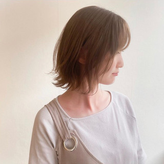 ミルクティーベージュ ボブ ナチュラル 切りっぱなしボブ ヘアスタイルや髪型の写真・画像