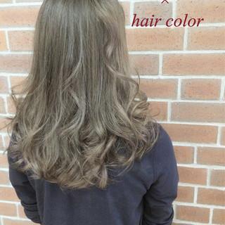 ナチュラル グラデーションカラー フェミニン アッシュ ヘアスタイルや髪型の写真・画像