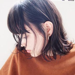 ミディアム 色気 ショートバング ウェットヘア ヘアスタイルや髪型の写真・画像
