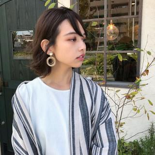 簡単ヘアアレンジ ミディアム 毛先パーマ アッシュ ヘアスタイルや髪型の写真・画像