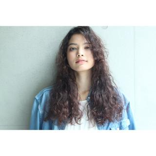 外国人風 モード ロング 暗髪 ヘアスタイルや髪型の写真・画像