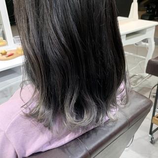 グレー グラデーションカラー ミディアム グレーアッシュ ヘアスタイルや髪型の写真・画像