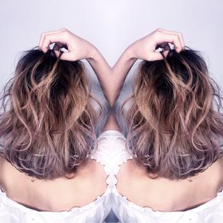 ハイライト ミルクティー アッシュ ボブ ヘアスタイルや髪型の写真・画像