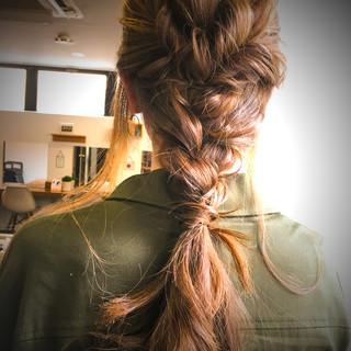 ナチュラル リラックス 編み込み ヘアアレンジ ヘアスタイルや髪型の写真・画像