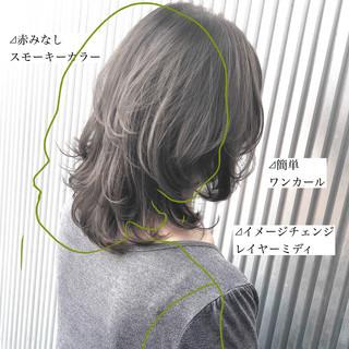 グレージュ ナチュラル ストレート 前髪 ヘアスタイルや髪型の写真・画像