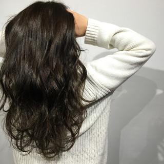 ストリート アッシュ 暗髪 ゆるふわ ヘアスタイルや髪型の写真・画像