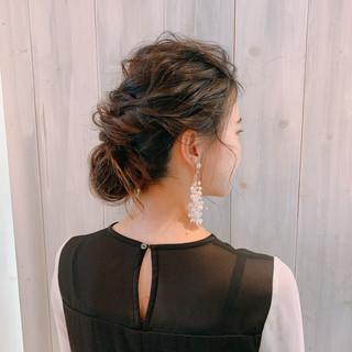 ロング 結婚式ヘアアレンジ 抜け感 ゆるナチュラル ヘアスタイルや髪型の写真・画像