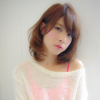 大人かわいい レイヤーカット フェミニン ゆるふわ ヘアスタイルや髪型の写真・画像