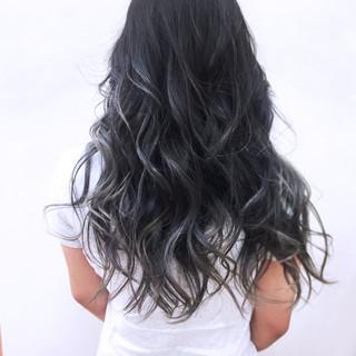 透明感 シルバー 秋 ストリート ヘアスタイルや髪型の写真・画像