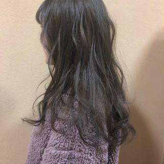 グレージュ スモーキーアッシュ アッシュ フェミニン ヘアスタイルや髪型の写真・画像