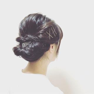 簡単かわいいまとめ髪でミディアムヘアを満喫。手順も詳しく紹介