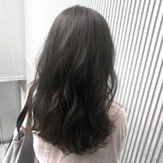 前髪 セミロング ミルクティーグレージュ ナチュラル ヘアスタイルや髪型の写真・画像