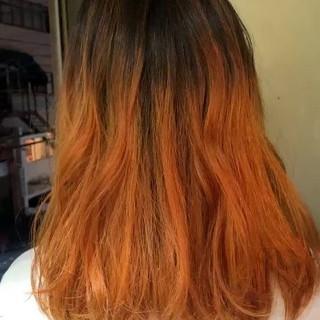 オレンジ バレイヤージュ オレンジカラー ストリート ヘアスタイルや髪型の写真・画像