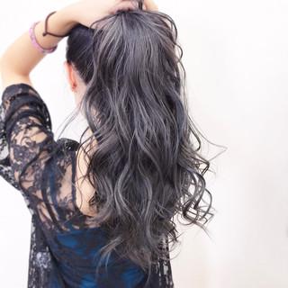 ストリート ハイトーン ロング シルバー ヘアスタイルや髪型の写真・画像