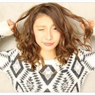 前髪あり アッシュ ハイライト セミロング ヘアスタイルや髪型の写真・画像
