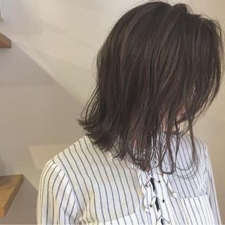 ボブ 切りっぱなし ハイライト アッシュ ヘアスタイルや髪型の写真・画像