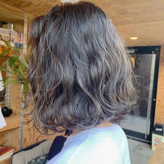 ボブ ブルーアッシュ ストリート アッシュベージュ ヘアスタイルや髪型の写真・画像