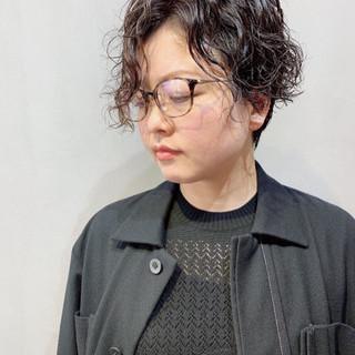 ショート ナチュラル 無造作パーマ  ヘアスタイルや髪型の写真・画像